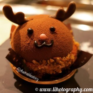 What a cute reindeer chocolate cake. 😍 It's quite yummy too.  Do follow @lihotography for more of such nice photos! #lihotography #food #foodphotography #photography #desserts #cake #chocolatecake #reindeer  #panasonic #lumix #lx10 #panasoniclx10 #lumixlx10 #leica